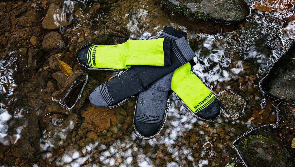 crosspoint-waterproof-socks outdoors
